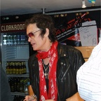 2011-11-14 Acoustic Show London - Glenn signing his book