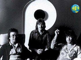1976 reunion press photo